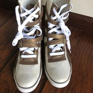 Brand-new pair of L.A.M.B. lace up shoe sneakers